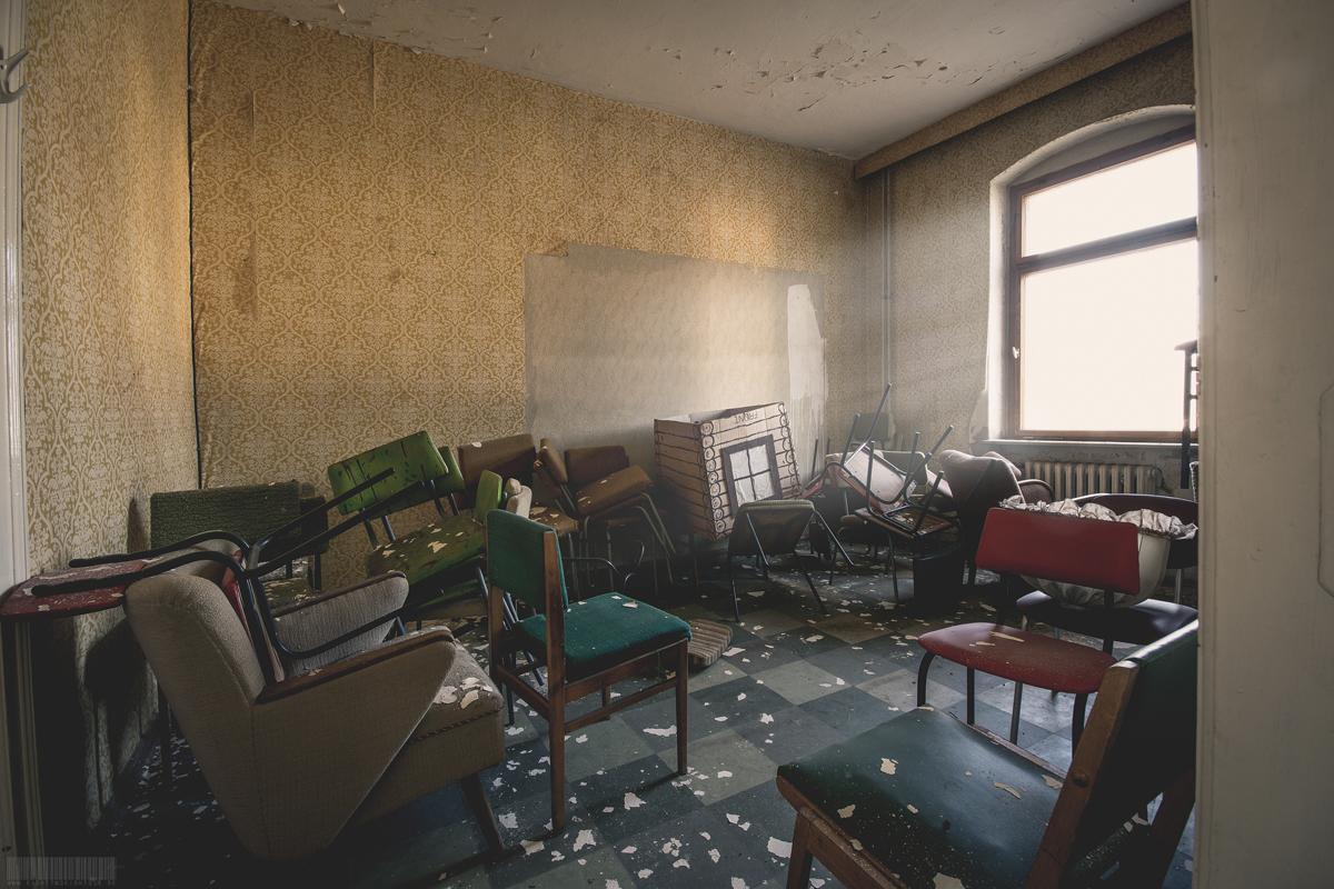 viele Stühle