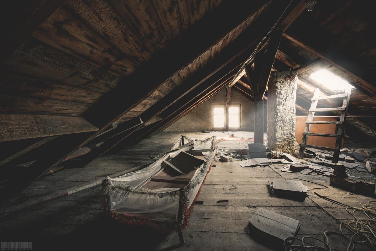 Dachboden mit Bett