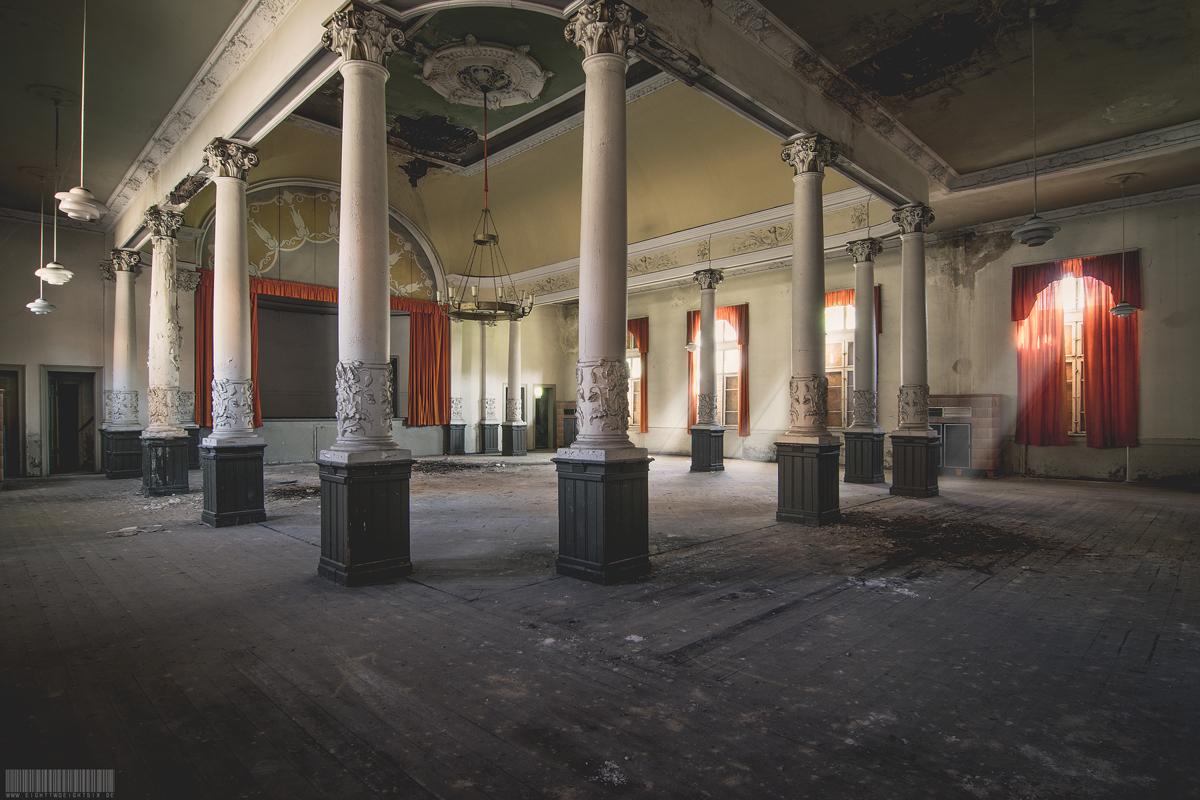 Der verlassene Ballsaal