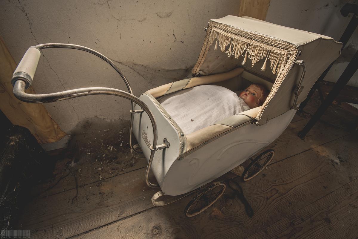 historischer Puppenwagen