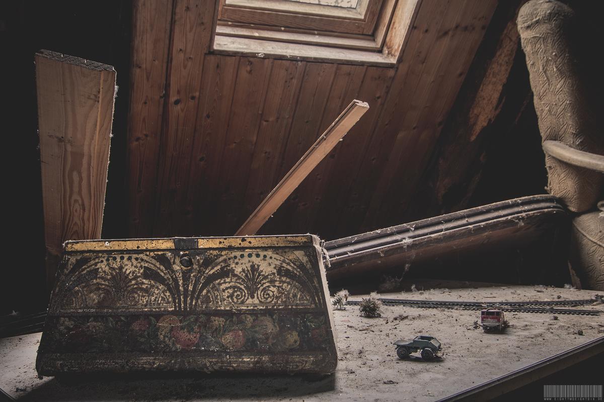 Die Truhe unterm Dachboden