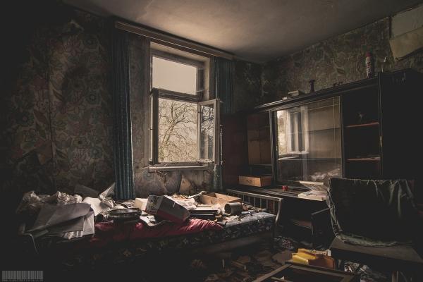 Ein Schlafzimmer voller Kinderbilder