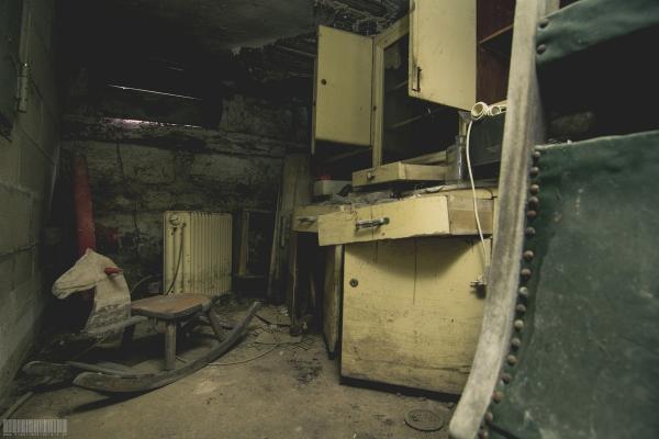 Das Schaukelpferd im Keller