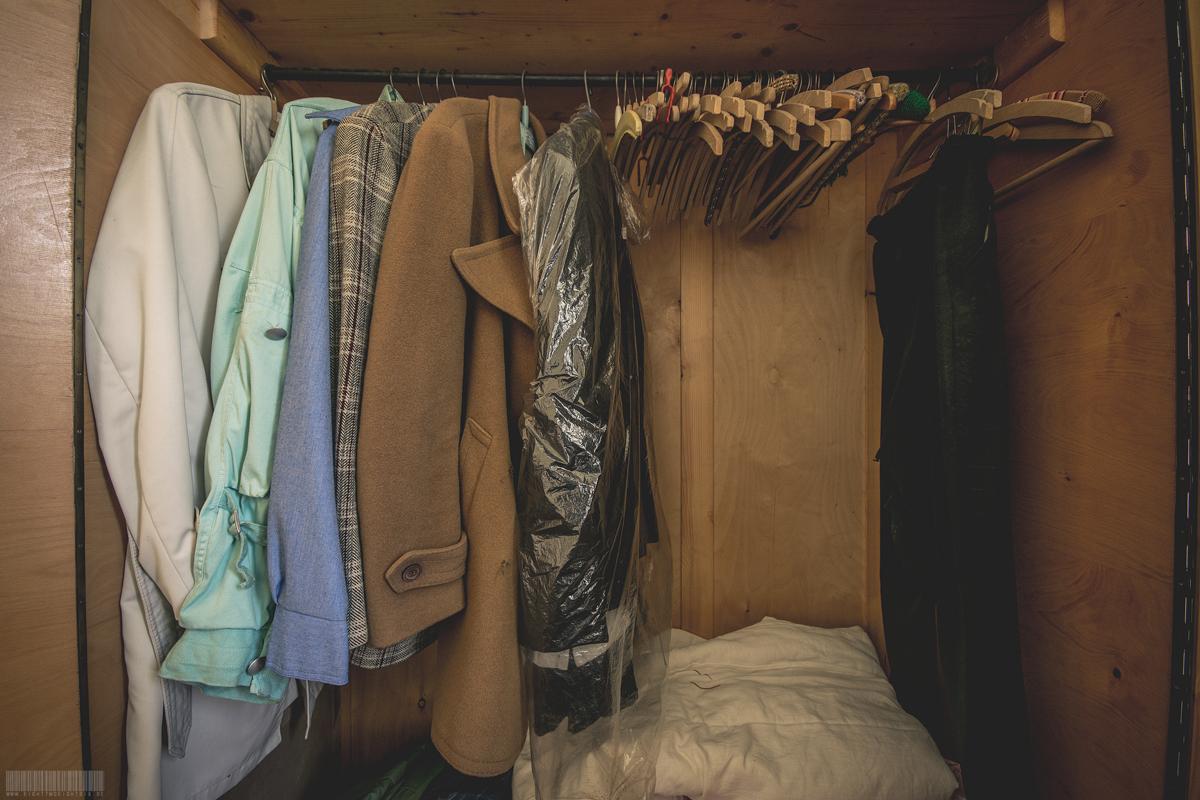 voller Kleiderschrank