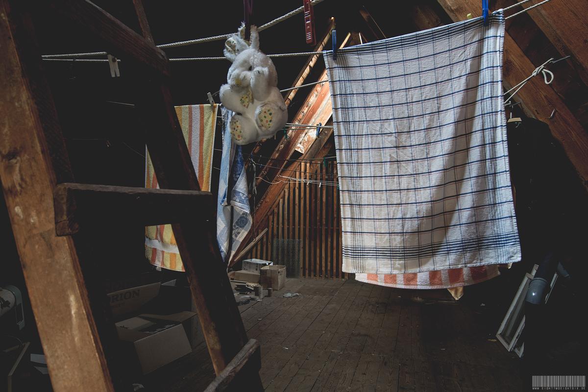 Dachboden mit Wäsche