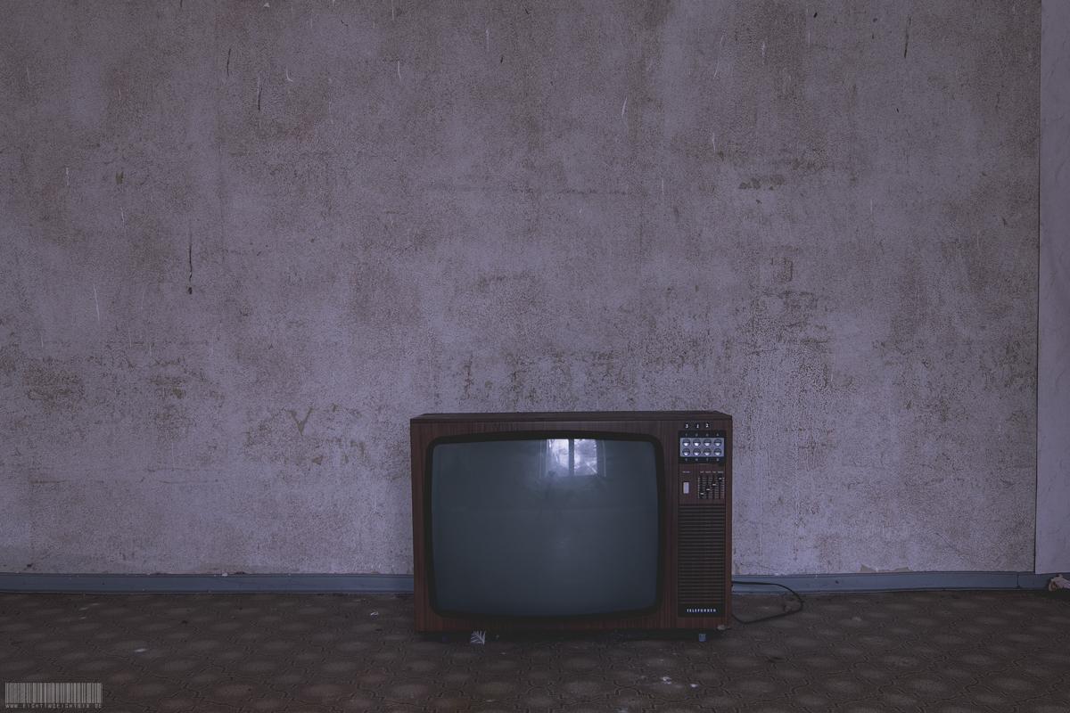altes Fernsehgerät aus der DDR