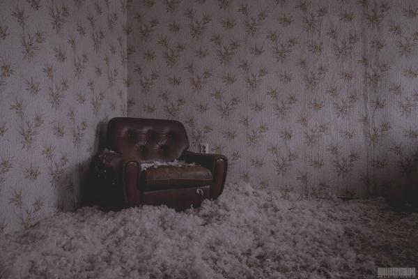 Sessel mit Federn auf dem Fussboden
