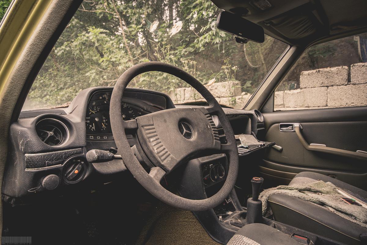 Mercedes W123 Cockpit