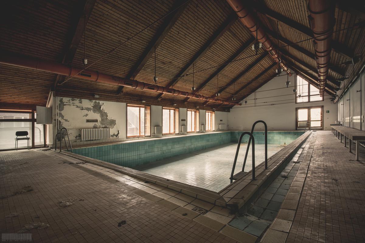 Verlassene Schwimmhalle
