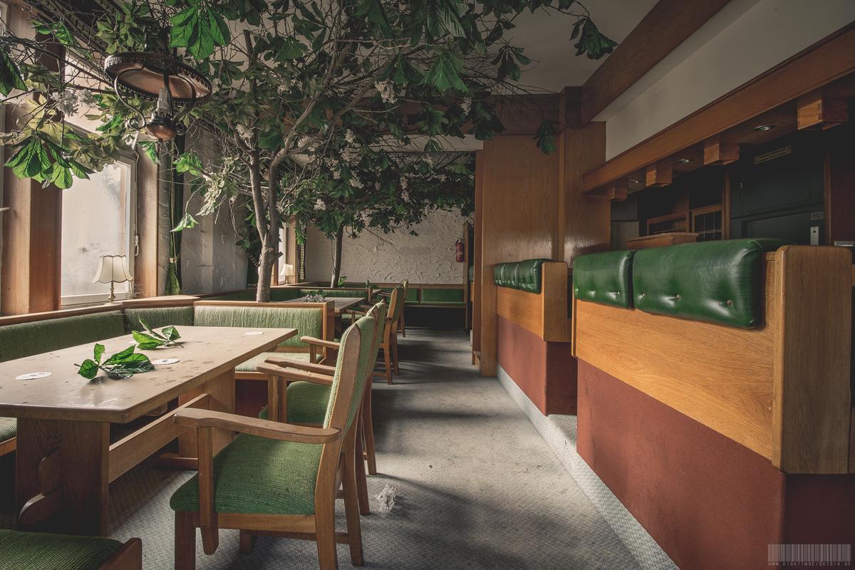 Restaurant mit Bäumen