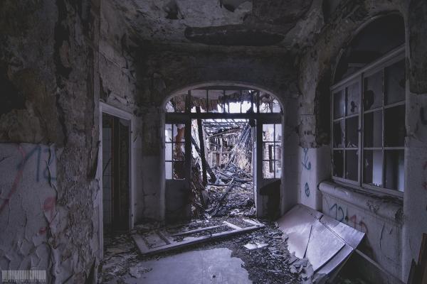 eingestürzter Gebäudetrakt