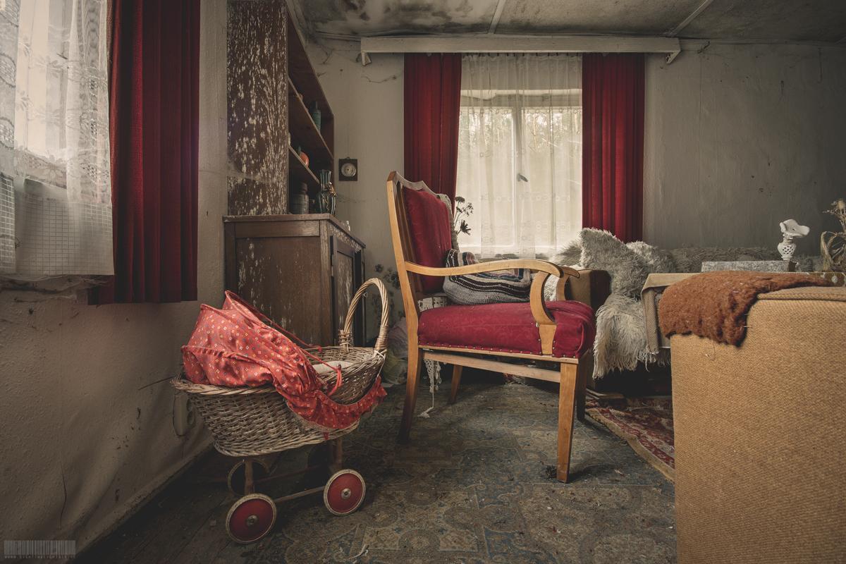 Puppenwagen im Wohnzimmer