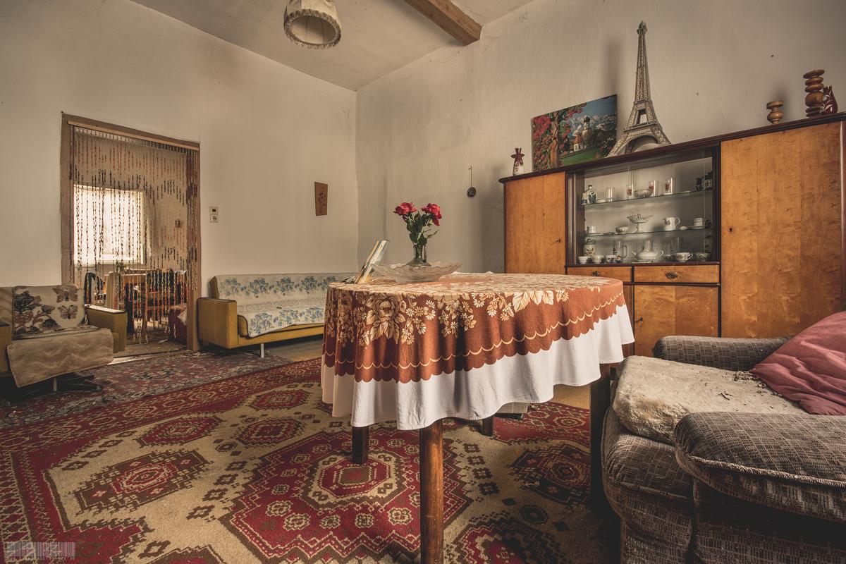 Wohnzimmer mit Eiffelturm