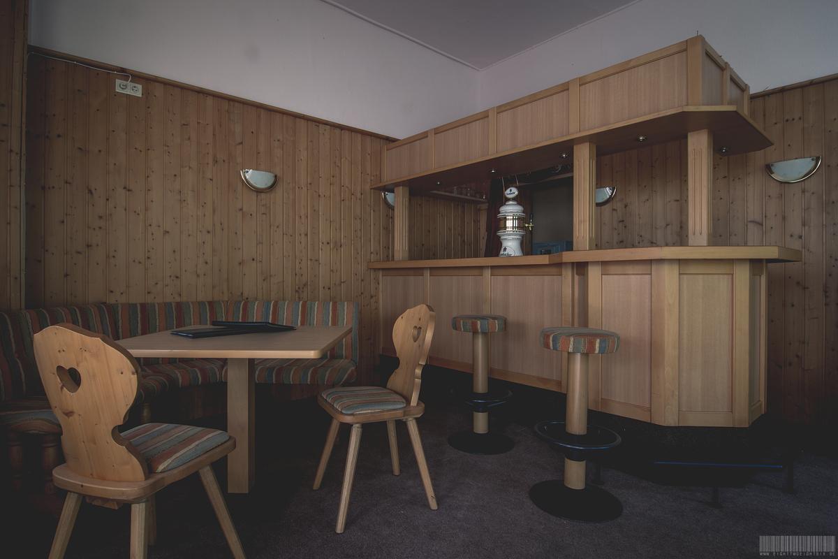 Die zweite Bar