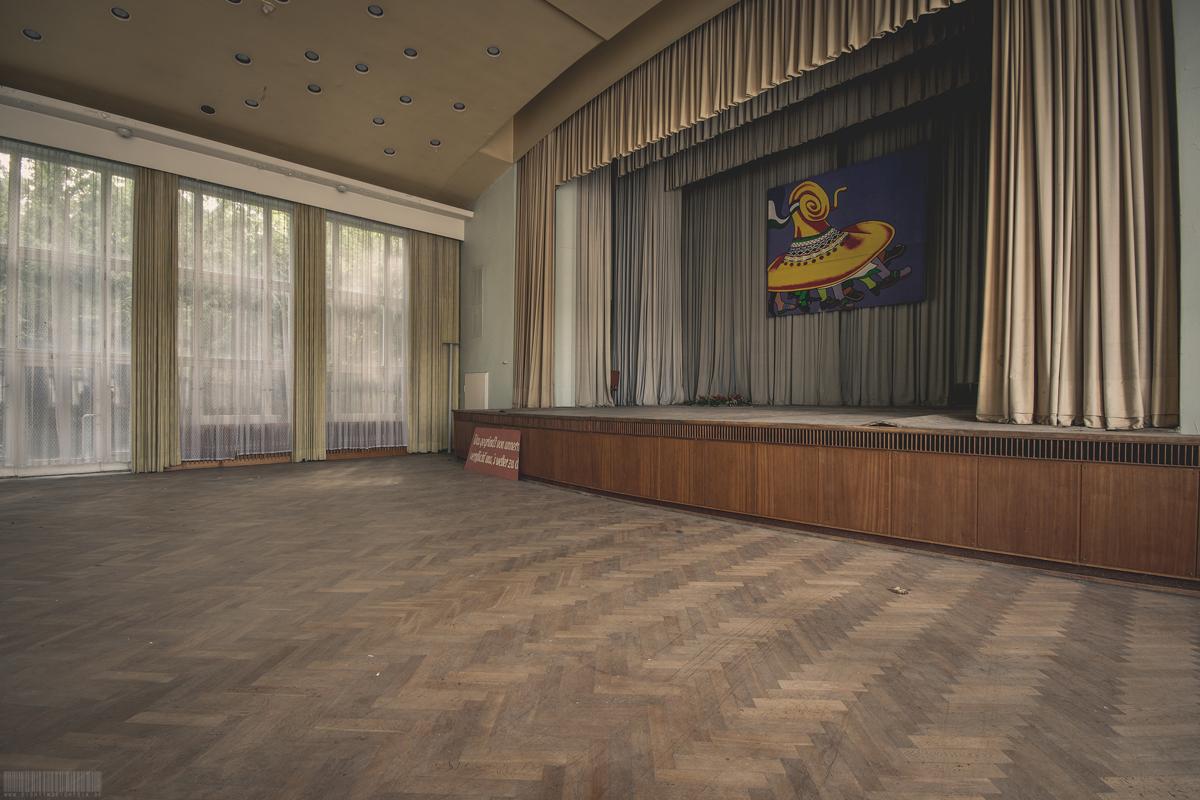 Bühne im Ballsaal