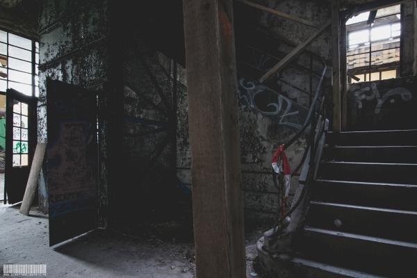 Eingang mit Fahrstuhl