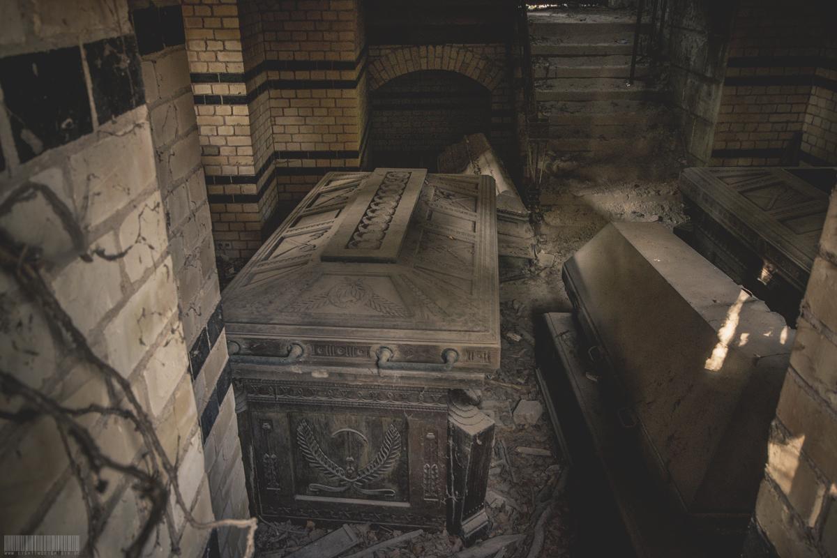 Verlassenes Mausoleum