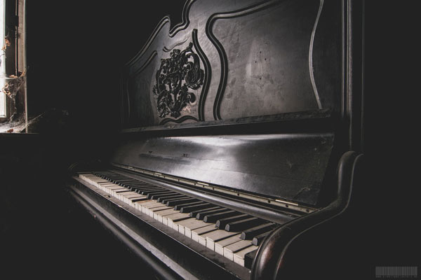 Das Haus des Kannibalen von Rotenburg - Klavier- Lost Places Hessen - eighttwoeightsix