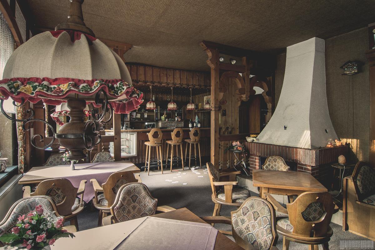 Waldhotel mit Disco und Wohnung des Betreibers - Verlassene Orte in NRW - Lost Place - Spanische Fliege
