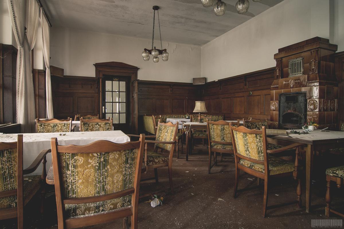 verlassenes Cafe und Hotel in NRW - verlassene Orte - Lost Places