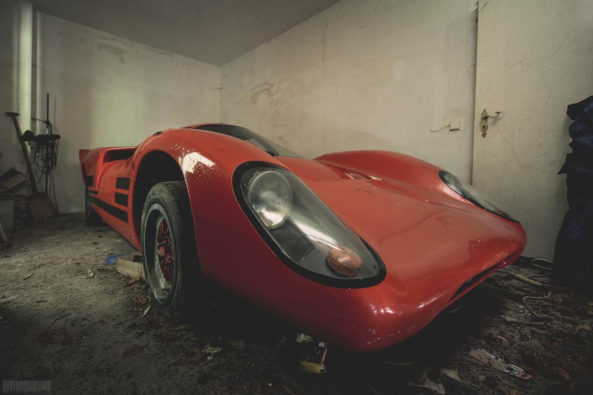 Der rote Lola T70 Scheunenfund - Lost Place - vergessener Sportwagen Porsche 911 Turbo Motor