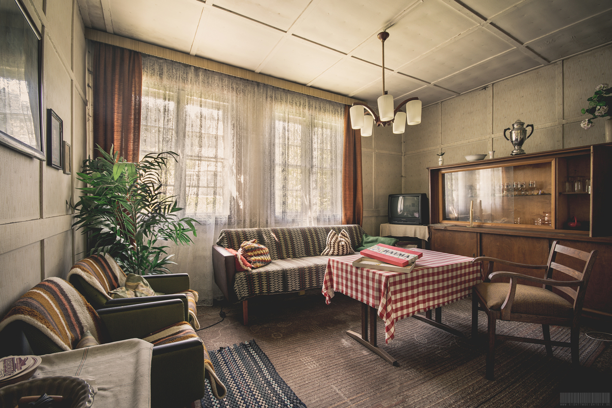 Verlassenes Landhaus in Sachsen mit Einrichtung - möbliert - Lost Places in Sachsen - verlassene Orte Wohnhaus Halma Spiel