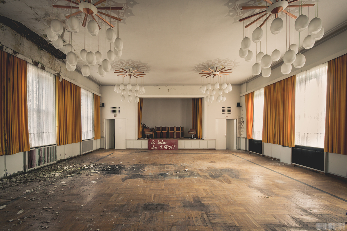 Ballsaal 1. Mai - ehemaliges Erholungsheim für Handwerker in Sachsen - Lost Places