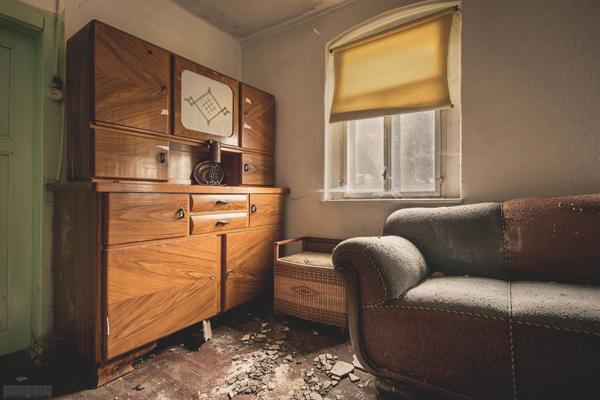 verlassenes Wohnhaus mit historischer Tischlerwerkstatt - verlassene Tischlerei in Sachsen im Erzgebirge - Lost Places