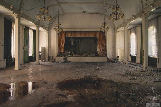 Erbgerichtsgasthof mit Ballsaal - Erbgericht Clausnitz in Sachsen im Erzgebirge - Lost Place - verlassener Ort - leerstehende Gaststätte