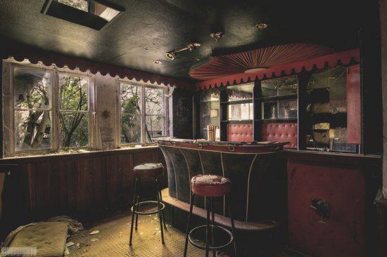 Verlassenes Hotel mit Kino und Klavier Lütke Weserlichtspiele in NRW Vlotho Lost Place