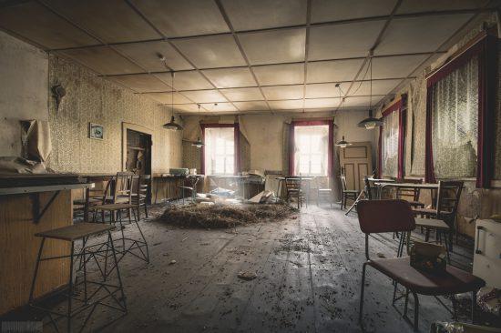 verlassenes Gasthaus mit tollem Verfall und Ballsaal in Sachsen - Lost Places