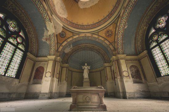 Verlassenes Mausoleum im Wald des Freiherrn Hans Georg Friedrich Werner von Seebach in Ziegelsdorf bei Coburg - Lost Places Bayern