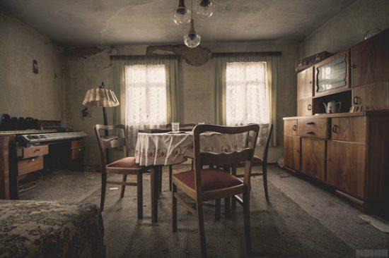 Verlassenes Wohnhaus im Erzgebirge - Lost Places Sachsen - Wohnzimmer - Das Haus der Strickerin