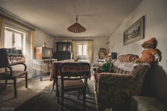 verlassenes Wohnhaus in Sachsen mit kompletter Einrichtung - möblierter Lost Place in Sachsen - Haus der Krankenschwester