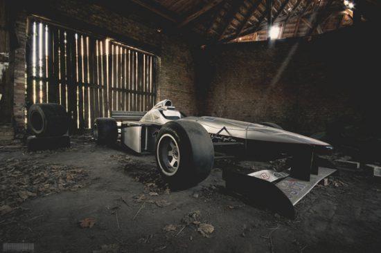 Formel 1 Auto Rennwagen Lost Place - Lost Places Brandenburg