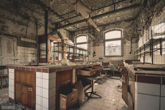 Verlassenes Chemielabor - verlassene Chemiefabrik Berlin Brandenburg Lost Places Berlin Chemie