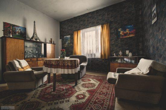 verlassenes Wohnhaus in Thüringen mit Eiffelturm im Wohnzimmer - Petit Paris - Lost Places